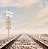 Wood tecken på en järnvägsspår Royaltyfria Bilder