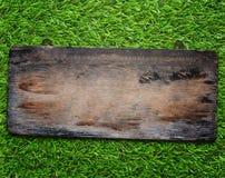 Wood tecken på gräsbakgrund Royaltyfri Fotografi