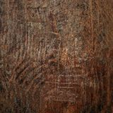 Wood textur, bryner den skrapade träskärbrädan Naturligt mörker Royaltyfria Bilder