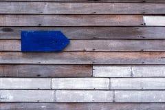 Wood titelvägg och banertecken Arkivfoto