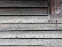 Wood vägg- och fönsterhörn Fotografering för Bildbyråer