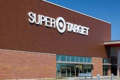Target Store Exterior. WOODBURY, MN/USA - APRIL 29, 2018: Exterior view of a Super Target retail store. Target Corporation is an American retailing company royalty free stock photos
