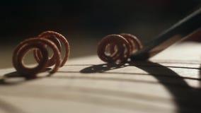 woodcarving Close-up van handen stock videobeelden