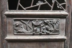 Woodcarving decorations with a dragon at an ancient timber door, Daxu, China Stock Photos