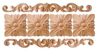 Woodcarving del elemento Muebles en estilo clásico árbol blanco con el accesorio de oro pátina carving Pequeña profundidad del ca foto de archivo libre de regalías