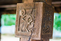 Woodcarvings antigos esplêndidos no templo de Embekka em Kandy Fotografia de Stock