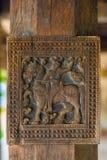 Woodcarvings antigos esplêndidos no templo de Embekka em Kandy Foto de Stock Royalty Free