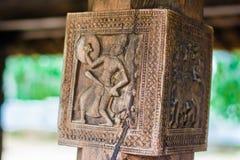 Woodcarvings antiguos espléndidos en el templo de Embekka en Kandy Fotografía de archivo