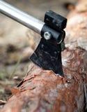 Woodcutter ax w drzewie fotografia royalty free