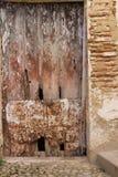 Woodden antik dörr i Bocairent Royaltyfria Bilder