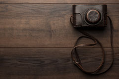 Wooden background with retro still camera Stock Photography