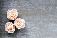 Wooden background with roses Royalty Free Stock Images