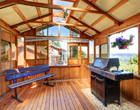 Free Wooden Barbecue Shed With Bench Royalty Free Stock Images - 76229689