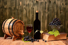 Wooden barrel, wine and fresh grapes Royalty Free Stock Photos