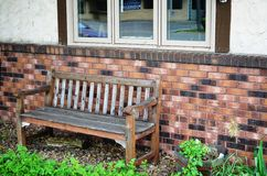 Wooden bench in the garden Royalty Free Stock Photos