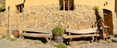 Wooden benches at Inca style home, Ollantaytambo Stock Photo