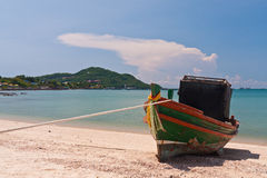 Wooden boat on the beach with blue sky Royalty Free Stock Photos