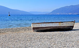 Wooden boat on the beach Royalty Free Stock Photos
