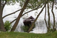 Wooden boat near te coast of lake Royalty Free Stock Photos