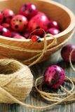 Wooden bowl with Easter eggs. Royalty Free Stock Photos