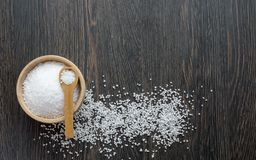 A wooden bowl of salt crystals Royalty Free Stock Photos