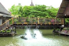 Wooden bridge in floating market Royalty Free Stock Photos