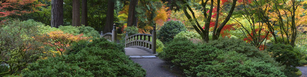 Wooden bridge, Japanese Garden Royalty Free Stock Photos