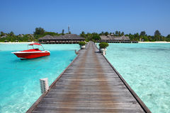 Wooden bridge to island on Maldives Royalty Free Stock Photos