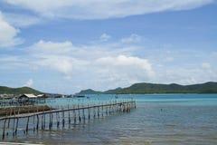 Wooden bridge to the sea Royalty Free Stock Photos
