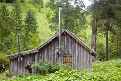 Wooden cabin with green mountain in Tirol Royalty Free Stock Photography