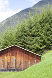 Wooden cabin with green mountain in Tirol Royalty Free Stock Images