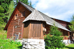 Wooden cabin in mountains Stock Photography