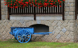 Wooden cart with the geranium Royalty Free Stock Images