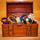 Wooden chest full of jewelery Royalty Free Stock Photography