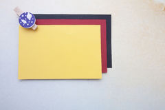 Wooden clips and stickynote Stock Photos