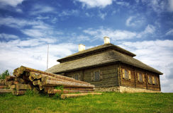 Wooden cottage on green hill Royalty Free Stock Photos