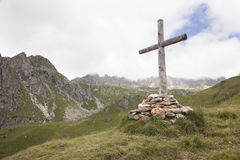 Wooden cross in mountains Stock Images