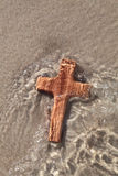 Wooden cross in sea - card for mourning Stock Photography