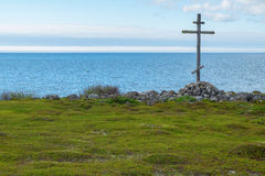 Wooden cross on the shores of the White Sea Royalty Free Stock Photos