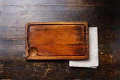 Wooden cutting board background and cloth napkin Royalty Free Stock Photos