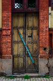 The wooden door of dilapidated building in a city Stock Photography