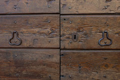 Wooden door with doorhandle and keyhole Royalty Free Stock Photos