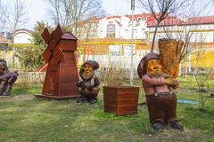Wooden dwarfs in Goryachiy Klyuch Stock Photography
