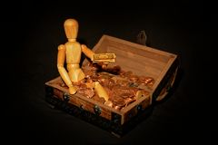 Wooden figure with money box Royalty Free Stock Photos