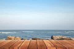Free Wooden Floor For The Beach Walkway With A Rocky Background Stock Photos - 195479193