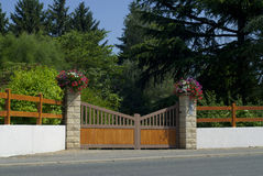 Wooden gate, entrance to a front yard Royalty Free Stock Photos