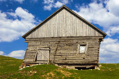 Wooden house and mountains Stock Photography