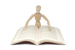 Wooden man reading Royalty Free Stock Images