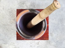 Wooden mortar and pestle Royalty Free Stock Images