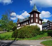 Wooden spa σπίτια Karlova Studanka spa στα βουνά Jeseniky στην Τσεχία Στοκ φωτογραφία με δικαίωμα ελεύθερης χρήσης